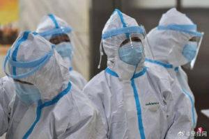 Bác sĩ Vũ Hán mặt hằn khẩu trang, cạo trọc đầu phòng chống dịch corona